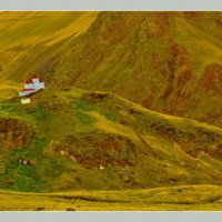 Домик на горе. :: Эдуард Сычев