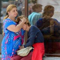 ... и поплакать, прижавшись к большой и тёплой груди! :: Александр Степовой