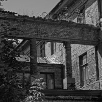 Старое здание :: Павел Зюзин