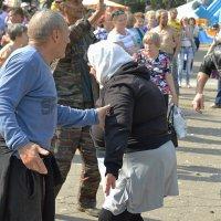 День города. (Веселится и ликует весь народ).... :: Sergey Serebrykov
