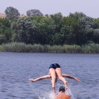 нужно либо нырять с головой, либо вообще не лезть в воду... :: Юрий Гайворонский
