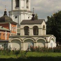 Трансформаторная будка, стилизованная под звонницу. :: Александр Качалин