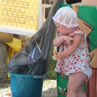 Одна из попыток выкинуть мусор. :: Инна Кузнецова