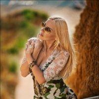 Какой бы сильной ни была женщина, она ждет мужчину сильнее себя :) :: Алексей Латыш