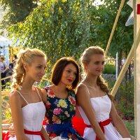 три девицы под окном ... :: Яна ---