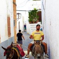 По узким улочкам города Линдос. о.Родос, Греция. :: Сергей Ковалевский