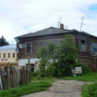 А  ведь  живут  и  здесь  .. в  трущобах... :: Galina Leskova