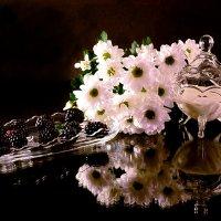 Ночь, ежевика и белые цветы :: Наталия Лыкова