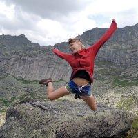 Прыжок на фоне Саяна (без фотошопа) :: Сергей Карцев