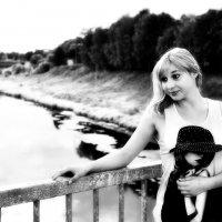 Девушка на мосту :: Ирина Данилова