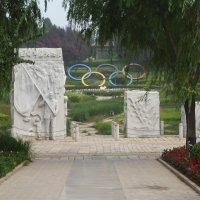 Барельеф, посвящённый сборной Китая Олимпийских игр в Пекине в 2008 г. :: Галина