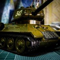 Игрушечный танк :: Александр Сальтевский