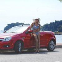 Белая шляпа, красный кабриолет... :: Сергей Лошкарёв