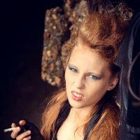 только  для антуража, девушка не  курит и не советует :: Ирина Шаманаева