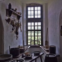 Свет, манящий из окна, молчаливо подкрасил картину :: Лидия Цапко