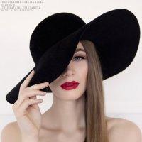 Девушка в шляпе :: Елена Добкина