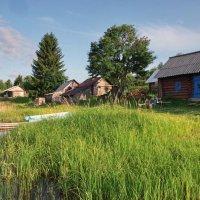 Бани на берегу озера :: Валерий Талашов