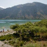 Крит. У озера (2) :: Олег Oleg