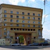 Дом с фигурами. :: Oleg4618 Шутченко
