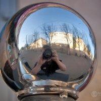 Автопортрет на фоне города :: Владимир Ноздрачев