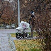Прогулка с ребенком :: Виктория Пашкова
