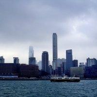Гонконг в тумане :: михаил кибирев
