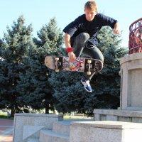 мальчик прыгает на скейте :: Юлия Пенькова