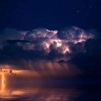 Молния над морем :: Андрей Саенко
