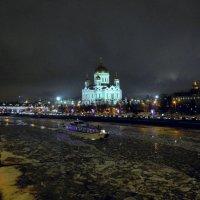 В декабре навигация...на реке теплоход... :: Anatoley Lunov