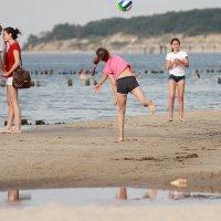 Дети на пляже :: Андрей Николаевич Незнанов