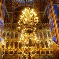 Пятиярусный  иконостас и паникадило  собора- 17  век.... :: Galina Leskova