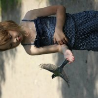 Покормить птичку =) :: Алёна Боярчук