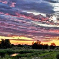 Облака в красках заката :: Игорь К.