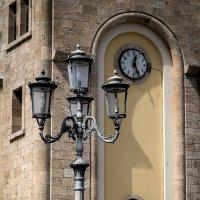Старинный фонарь :: Sergey Serov