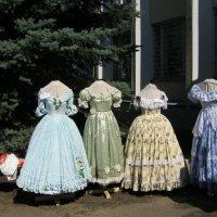 Выставка бальных платьев :: галина