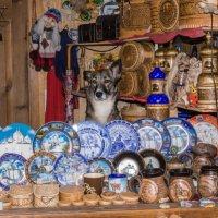 Продавец в сувенирной лавке. :: Сергей Исаенко