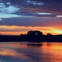 Люблю вечерний я закат и горизонт с вечерним солнцем... :: Евгений Юрков