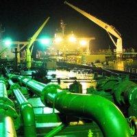 Перегрузка нефти. :: Павел Бескороваев