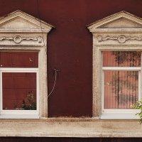 Окна города П. :: Лазарева Оксана