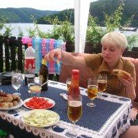 На  берегу  реки аппетитный обед lotos 5 :: Valentina Lujbimova [lotos 5]
