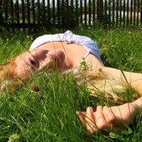 В траве. :: Paulina Geseltin