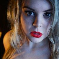 Красные губы :: Евгения Хархардинова