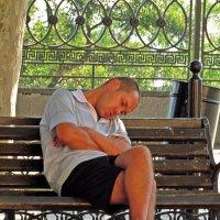 как утомительно в Одессе по утрам, и пиво с тоником совсем не помогают! :: Александр Корчемный