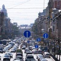 Суета дня. Литейный проспект. :: Владимир Гилясев