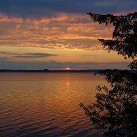 Рассвет над озером. :: Юрий Шувалов