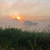 Восход на реке. :: Виктор Евстратов