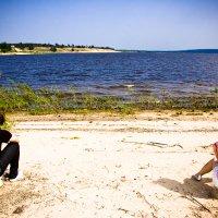 Пара на берегу :: Robert Sanasaryan