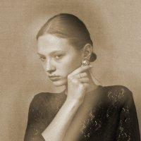 портрет девушки с сережкой :: Владимир Безгрешнов