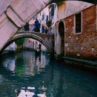 под мостом Венеции :: Kate Sparrow