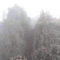 Расщелина в горах. :: Наталья Иванова